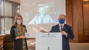Distinguieron con Doctorado Honoris Causa a Natalio Botana